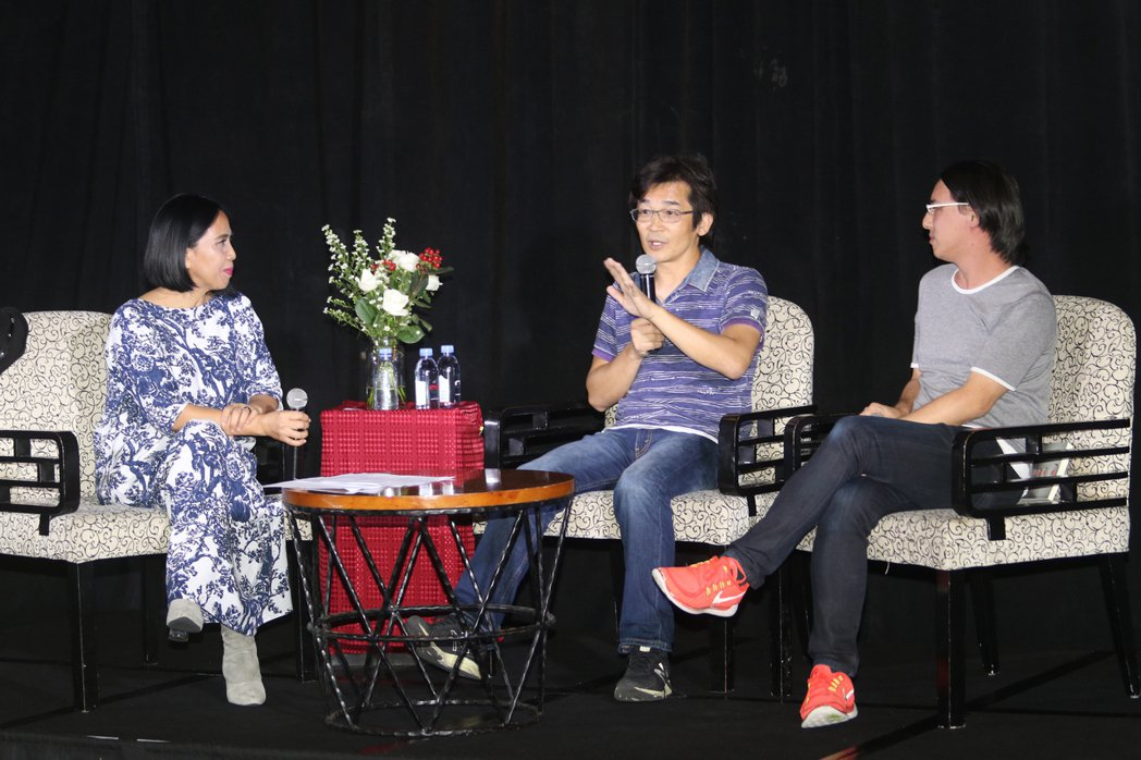 台灣導演魏德聖(中)17日和星國導演蔡于位舉行「電影的人生--夢想的實踐」對談會