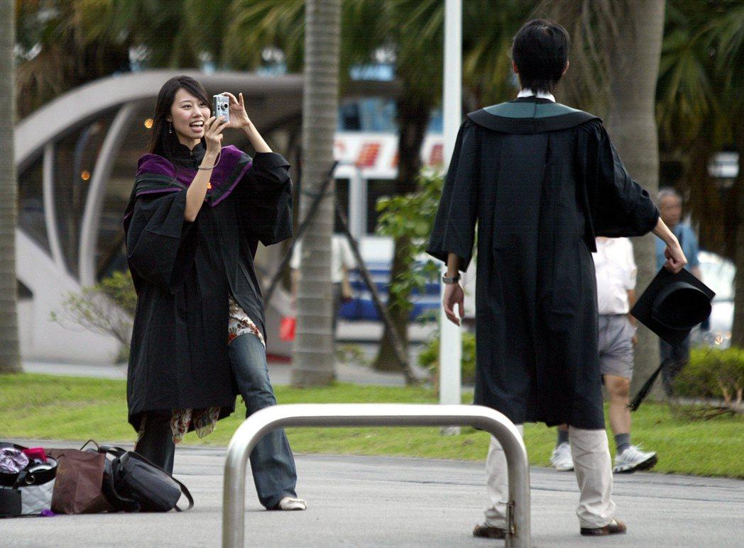 畢業生。聯合報資料照/潘俊宏攝影