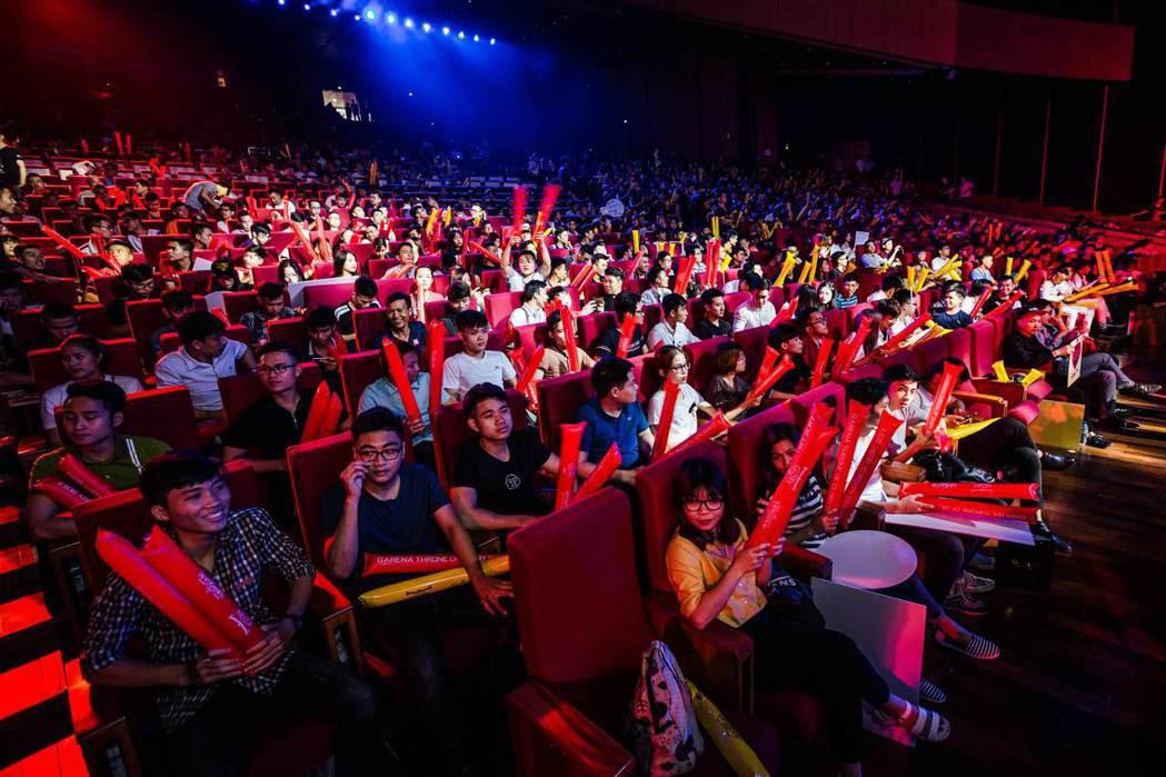 越南河內國家會議中心全場 7,000 名觀眾一同參與這場盛會。