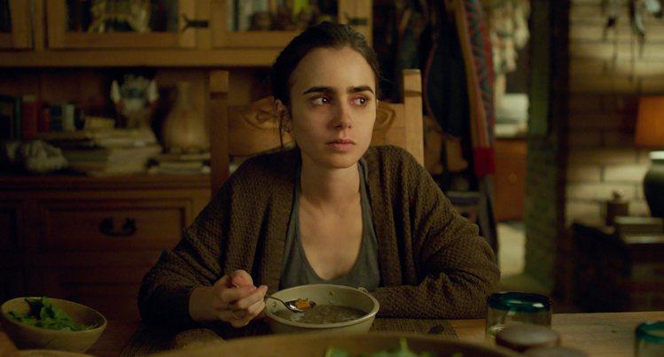 莉莉柯林斯主演《To the Bone》,飾演厭食症少女。圖/美聯社