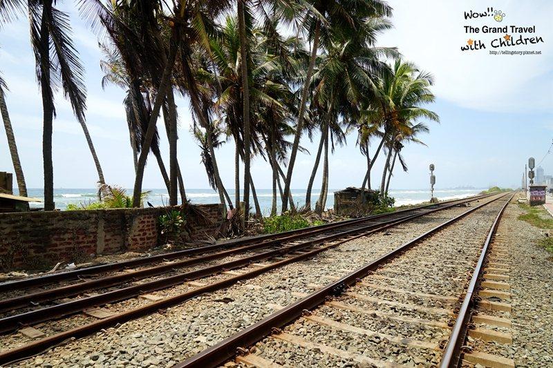 從Galle到可倫坡的火車站,傳說中神隱少女海上火車的靈感來源。攝影:吳成夫/B...