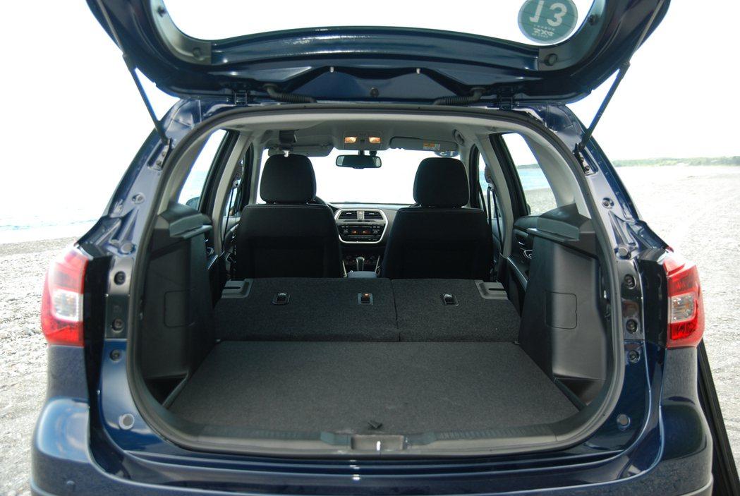 座椅傾倒後更可一舉達到 875 公升的後廂空間。 記者林鼎智/攝影