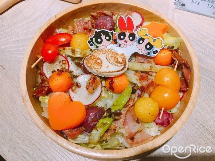 ▲醃三色蘿蔔培根蘆筍油醋沙拉。顏色豐富又充滿營養的沙拉盆,開胃小點絕對要來上一份...