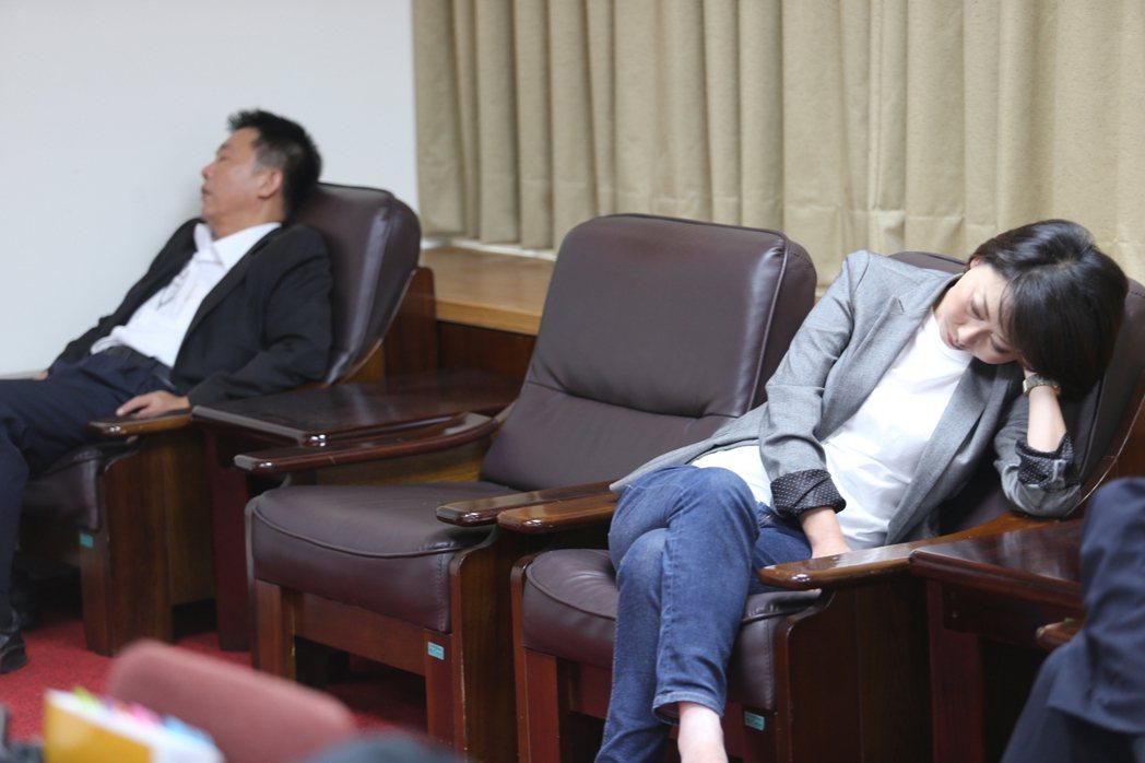 立法院臨時會今召開財政委員會聯席委員會,審查前瞻基礎建設預算。為防止國民黨杯葛,...