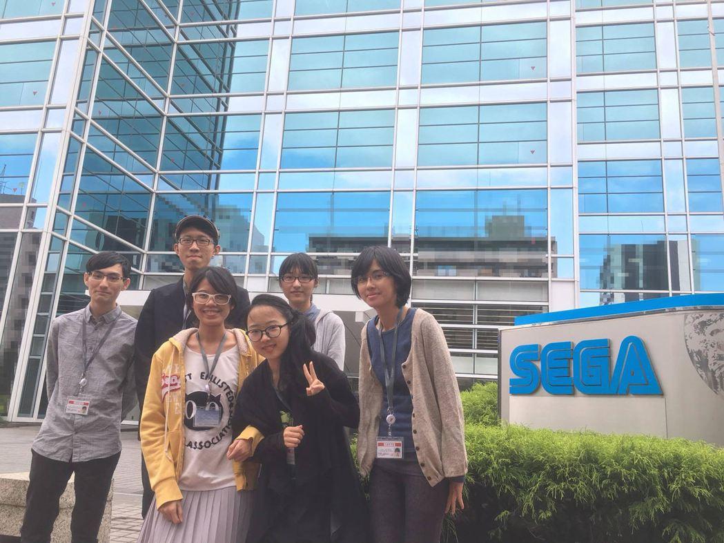 國立雲林科技大學學生黨傳翔(前排右)透過「學海A+」計畫赴遊戲產業大國-日本的S...