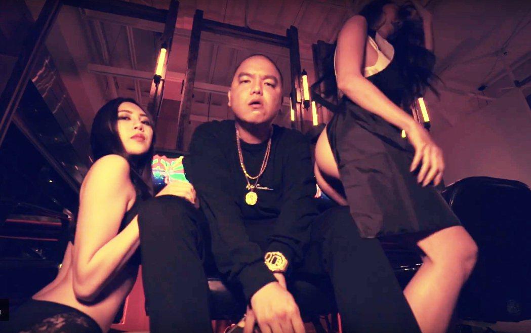 成人嘻哈團體 187INC成員強尼(中)。圖/混血兒娛樂提供