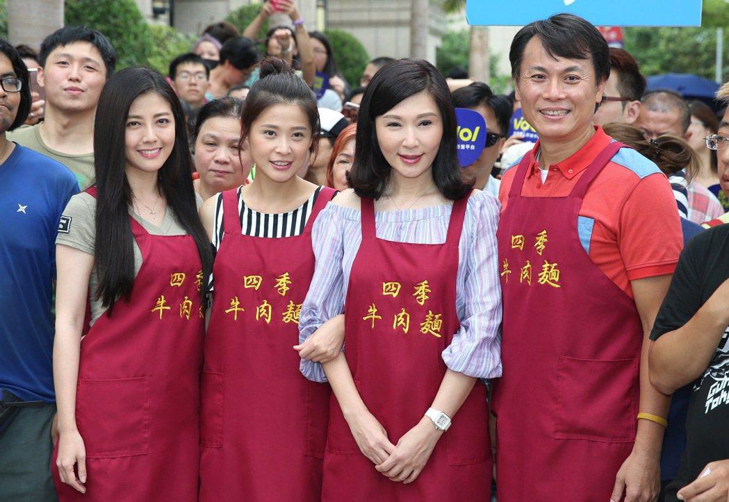 三立八點台劇「一家人」張玉嬿(右二)、陳霆(右一)、韓瑜(左一)、李燕(左二)擔...