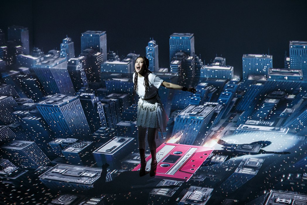 A-Lin真「一直走」MV,從日常出發,一路走進魔幻森林、3分鐘換12個場景。圖...