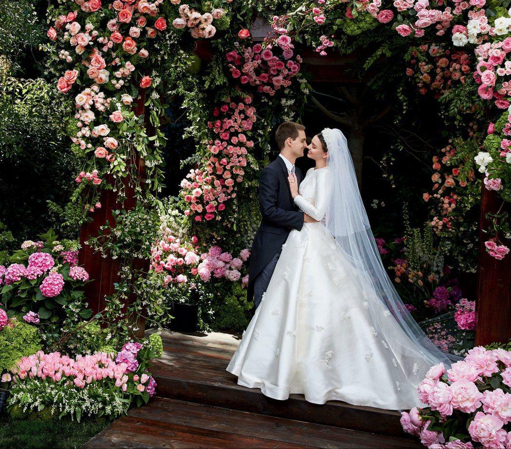 米蘭達可兒的婚紗照曝光。圖/摘自Vogue IG