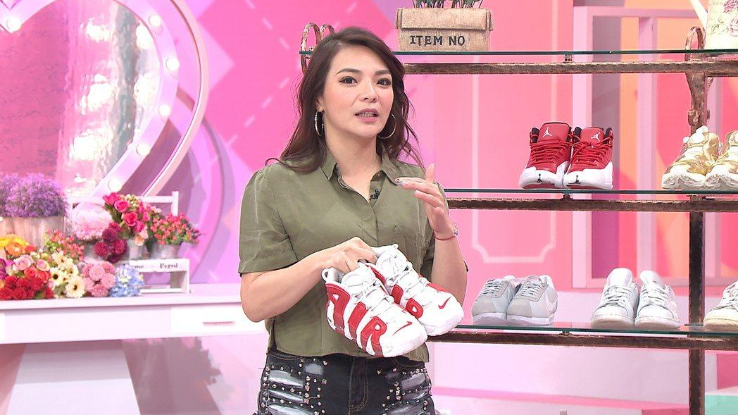 小甜甜上TVBS「女人我最大」談球鞋收藏。圖/TVBS提供