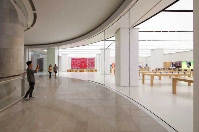 蘋果直營店原本計劃引進的Apple Care+全方位服務計劃,在法界引發討論。圖...