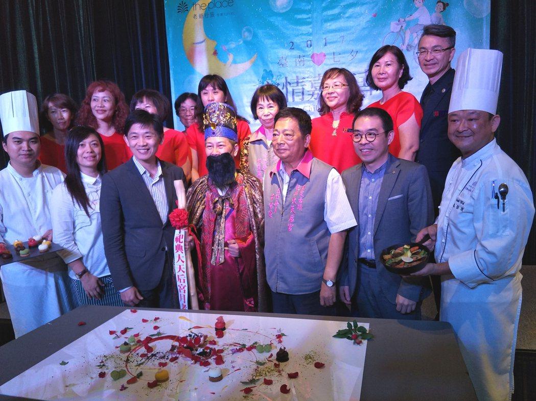 台南老爺行旅與台南大天后宮合作,首創「食材作畫」文青體驗式聯誼。記者謝進盛/攝影