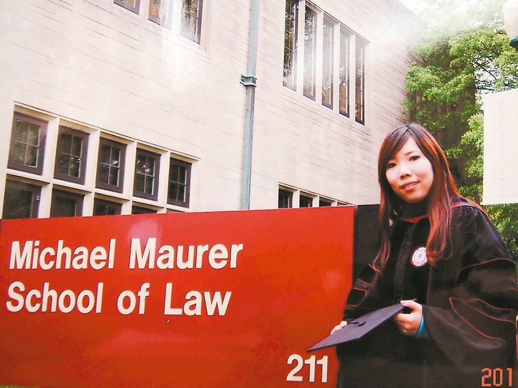 新北市議員張瑞山的女兒張維倩在美國取得法學碩士學位。 記者陳珮琦/翻攝