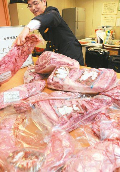 日本牛肉最快今年九月可望重回台灣市場。過去桃園機場海關曾查獲以託運行李夾藏日本和...