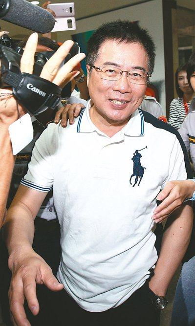國民黨政策會前執行長蔡正元昨晚遭移送台北地檢署複訊,蔡正元表示一切公開透明,談到...
