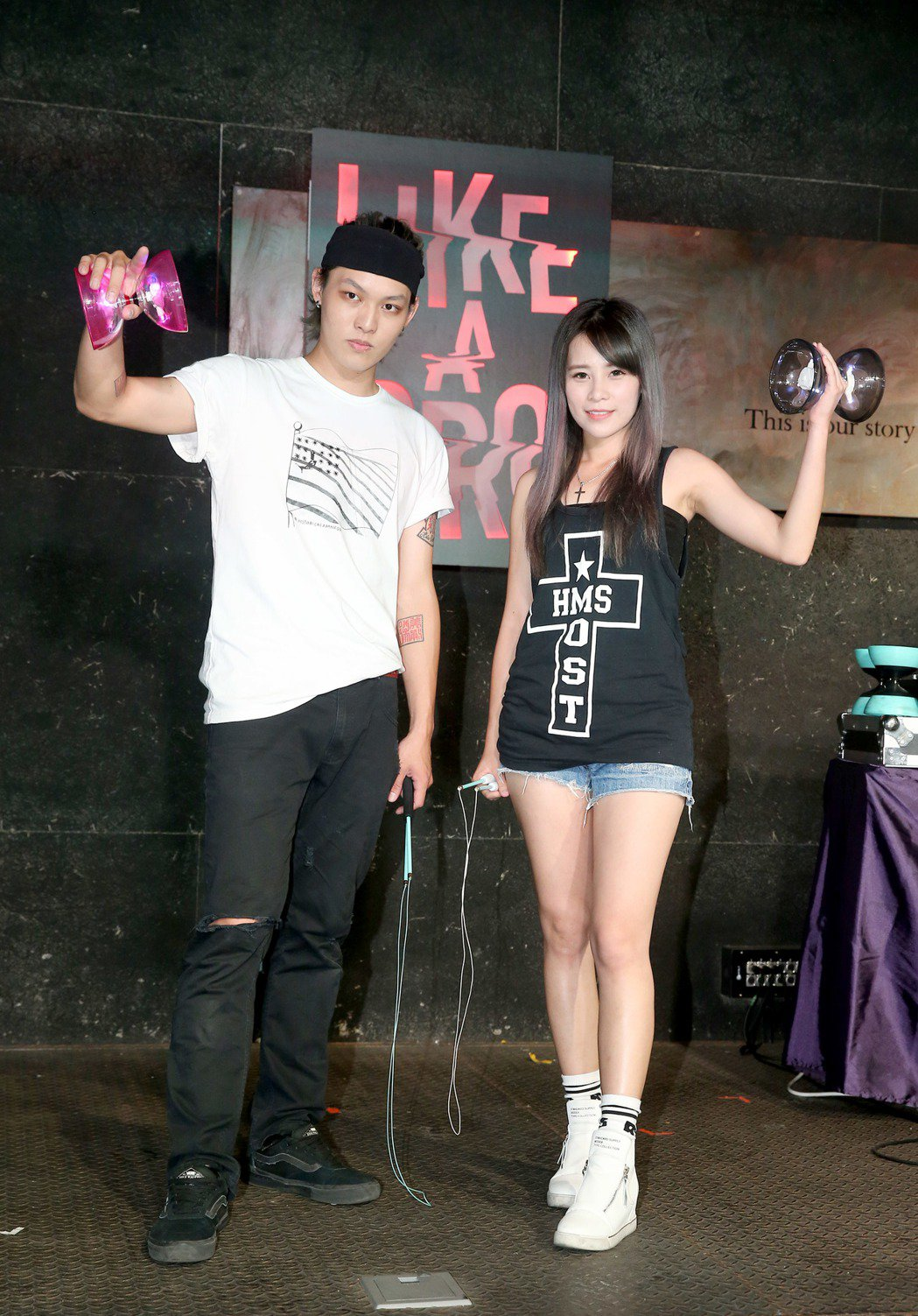 「扯林至尊」趙志翰(左)將在八月舉辦扯鈴電音派對,「鼓靈盟主」陳曼青(右)18日...