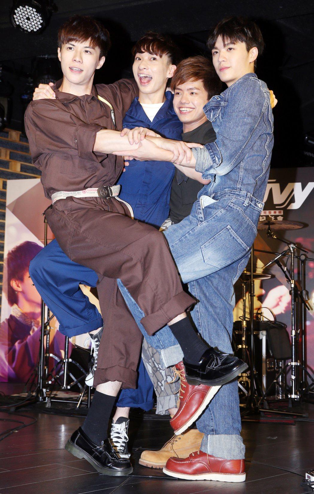 日系搖滾樂團noovy舉行新專輯《ONE》發表會。記者徐兆玄/攝影