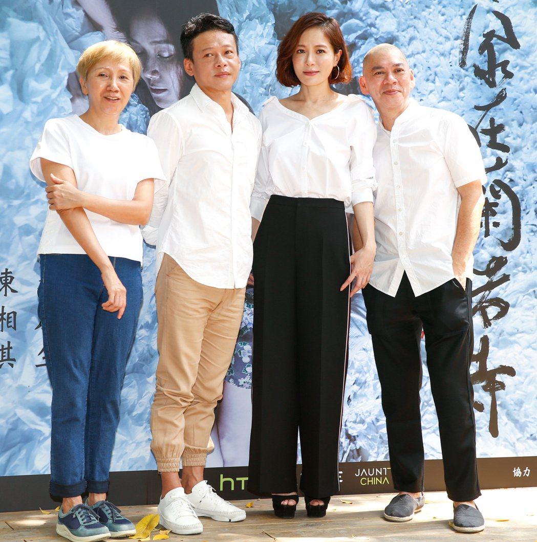 導演蔡明亮(右一)VR技術新片「家在蘭若寺」舉辦記者會,電影主要演員陸弈靜(左一