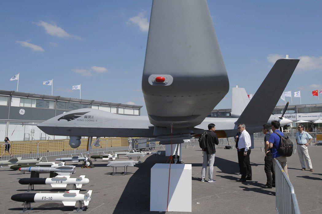 大陸翼龍二型無人機上月參加巴黎航空展。美聯社