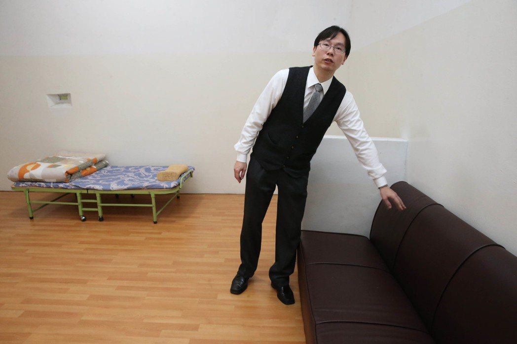 台北地院規劃人犯留置,在合乎人權考量下,增設過夜床組等設施。 本報資料照片