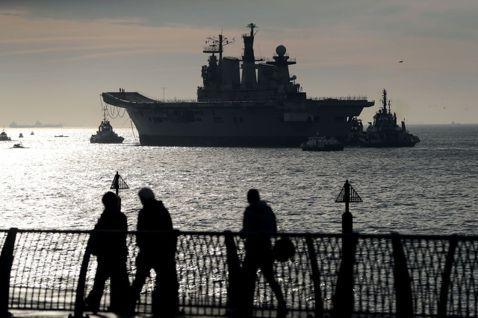 圖為英國於2014年退役的光輝號(HMS Illustrious)。 圖/美聯社