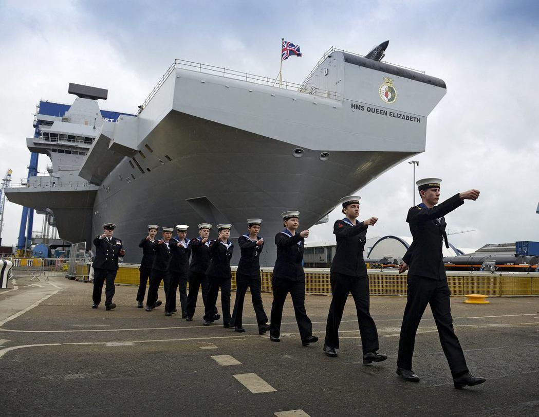 滿載排水量約六萬五千噸的伊莉莎白女王二世號,是世界在2010年前後開始進入「大」...