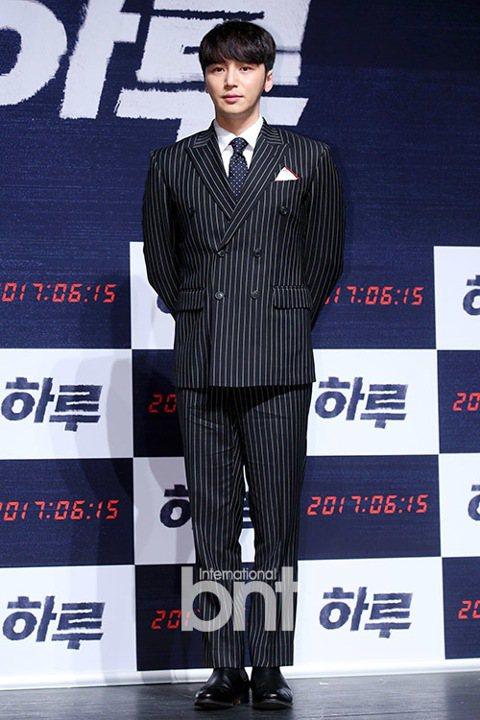 韓國演員卞約漢確定出演金恩淑編劇的新作《Mr.Sunshine》。 卞約漢所屬經紀公司方面18日表示:「卞約漢確定將出演新劇《Mr.Sunshine》。」《Mr.Sunshine》講述了1900年代...