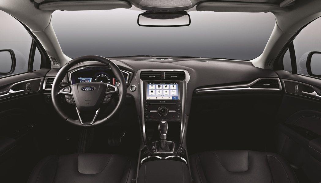 Ford Mondeo智慧系統升級搭載SYNC 3娛樂通訊整合系統及8吋LCD彩色觸控螢幕。 圖/福特六和提供
