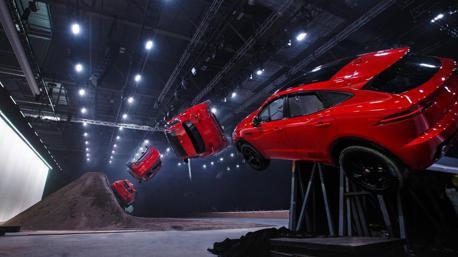 (影片)休旅豹就是狂 Jaguar E-Pace凌空迴旋立下金氏紀錄