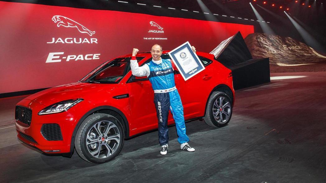 英國傳奇特技車手Terry Grant。 摘自Jaguar