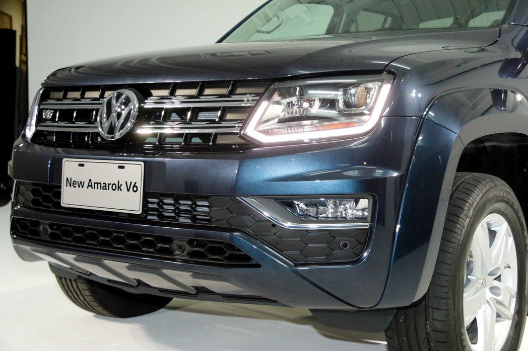Amarok V6有全新HID頭燈與LED日行燈設計。 記者史榮恩/攝影