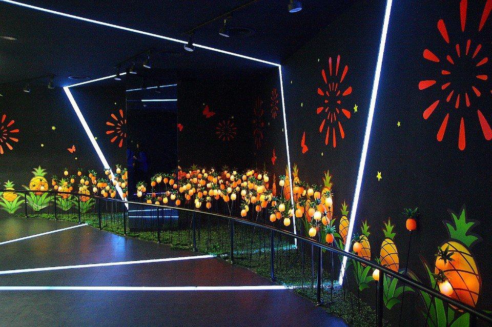 好運保庇區設有多媒體互動遊戲,可增添觀賞趣味。(圖片來源/維格餅家鳳梨酥夢工場F...