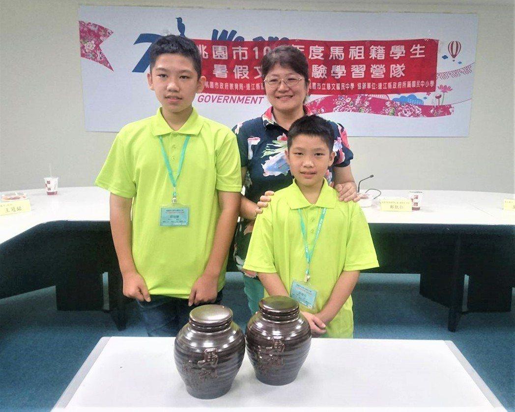 桃園15位國中小學生,近來到馬祖學習福州話、釀老酒與唱歌謠,教育局舉辦成果發表,...