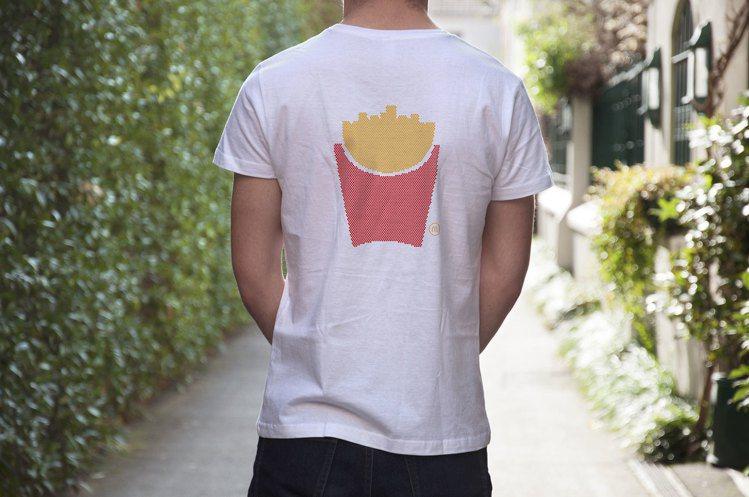 法國潮店Colette也曾與麥當勞合作,設計了一系列招牌餐點圖像的T恤。圖/摘自...