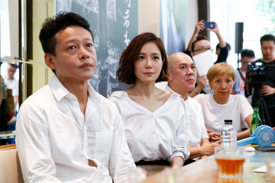 蔡明亮(右二)新片「家在蘭若寺」今天舉辦新片記者會,主要演員李康生(左一)、尹馨...