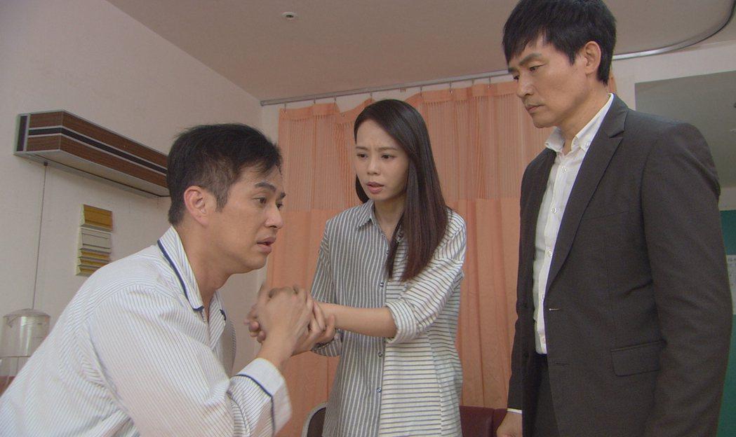 林健寰(左)覺得詮釋失明很痛苦。圖/台視提供