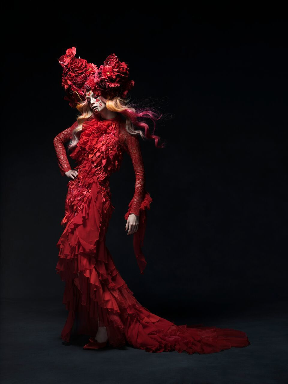 原田忠創意髮妝涵蓋髮藝、彩妝、服裝、模特兒姿態、拍攝手法、燈光等所有元素。圖/資
