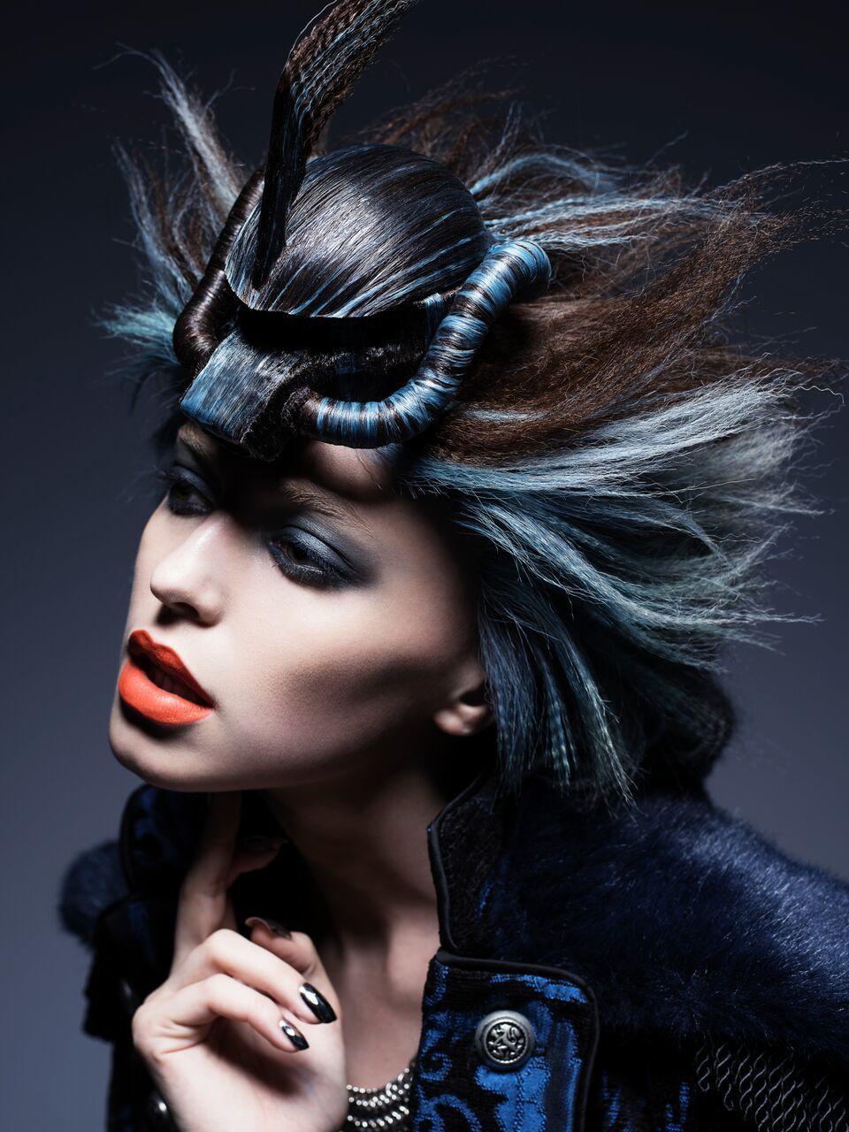 原田忠創意髮妝涵蓋髮藝、彩妝、服裝、模特兒姿態、拍攝手法、燈光等所有元素。圖/資...