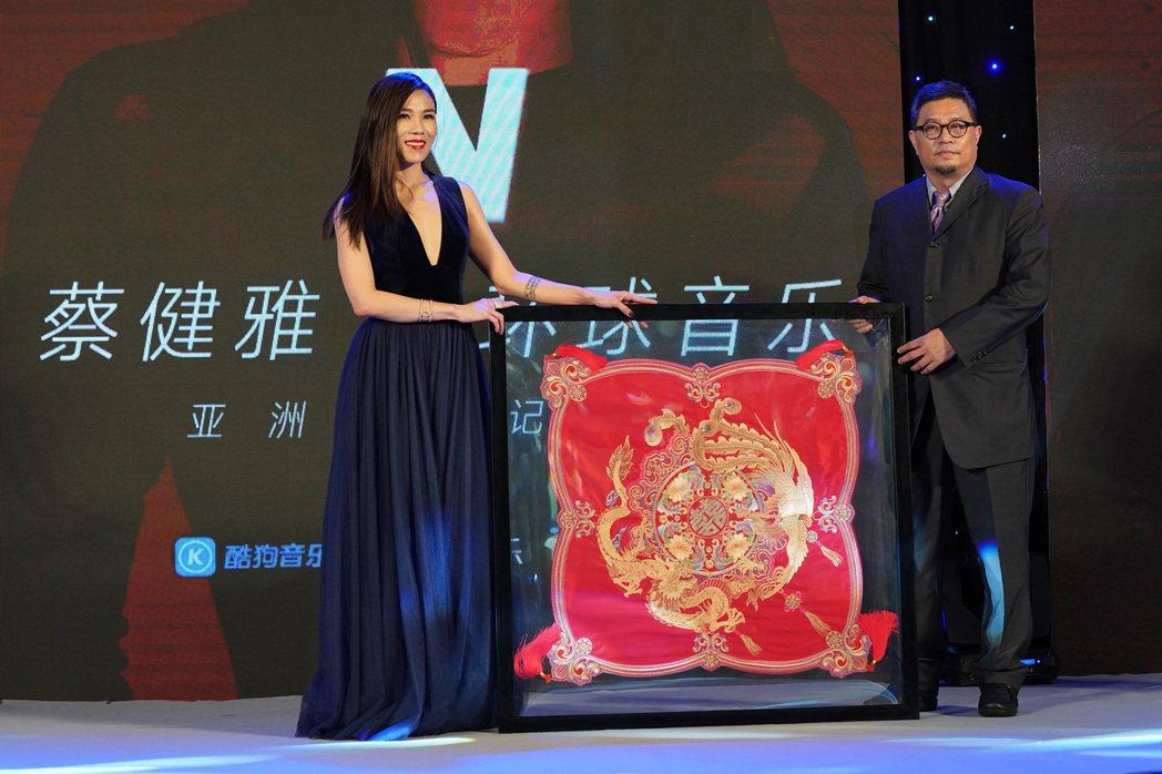 蔡健雅在北京宣布加盟環球唱片。圖/環球提供