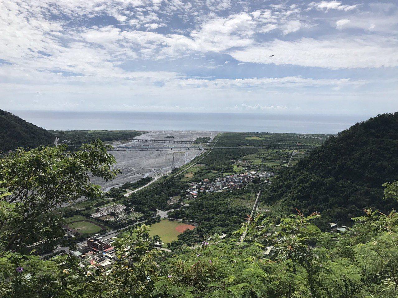 亞泥新城山礦場位於太魯閣口,俯瞰下方就是部落。記者徐庭揚/攝影