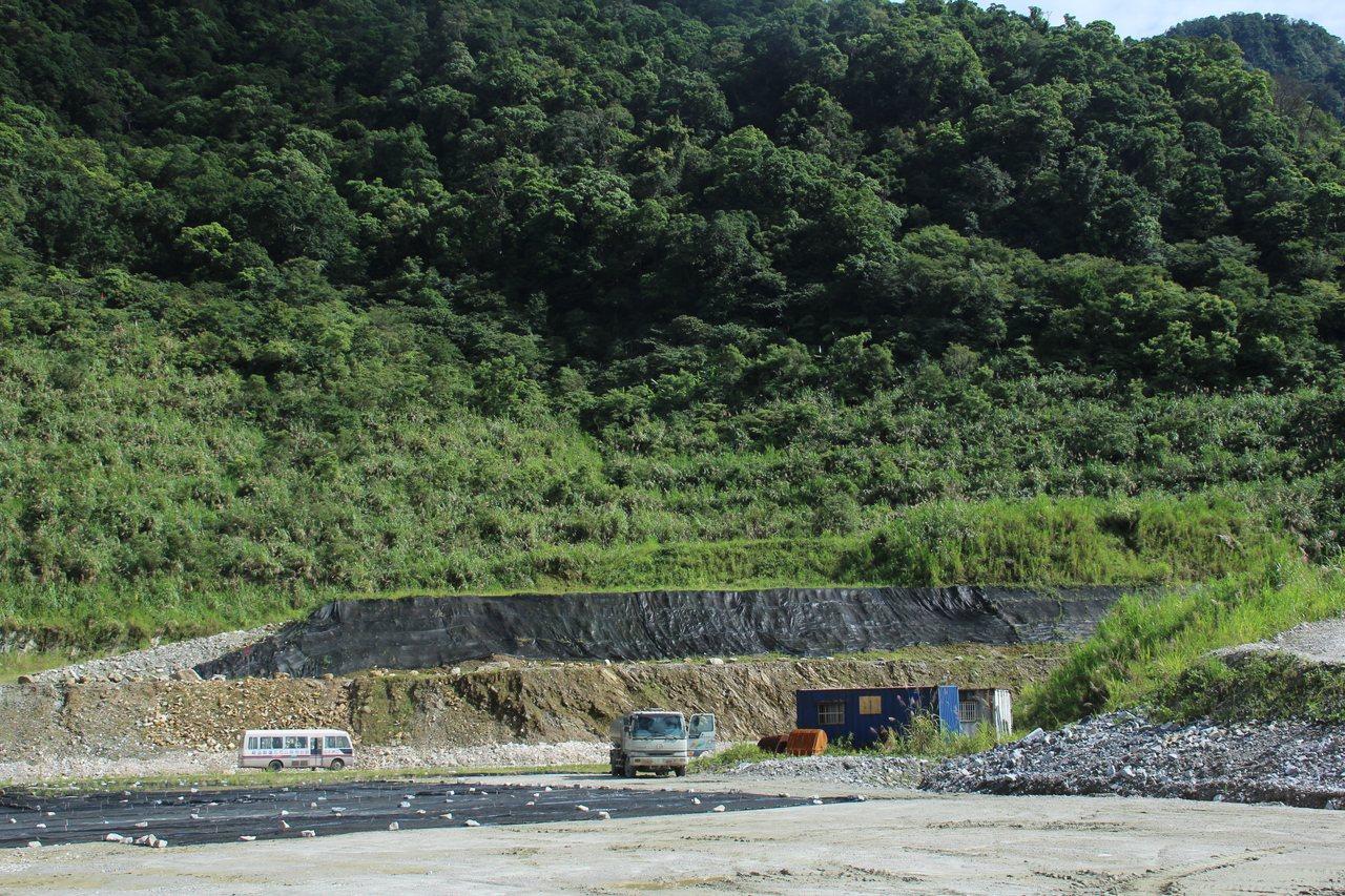 甚少曝光的「富益石礦」,也是亞泥子公司,礦權期限到112年11月15日。記者徐庭...