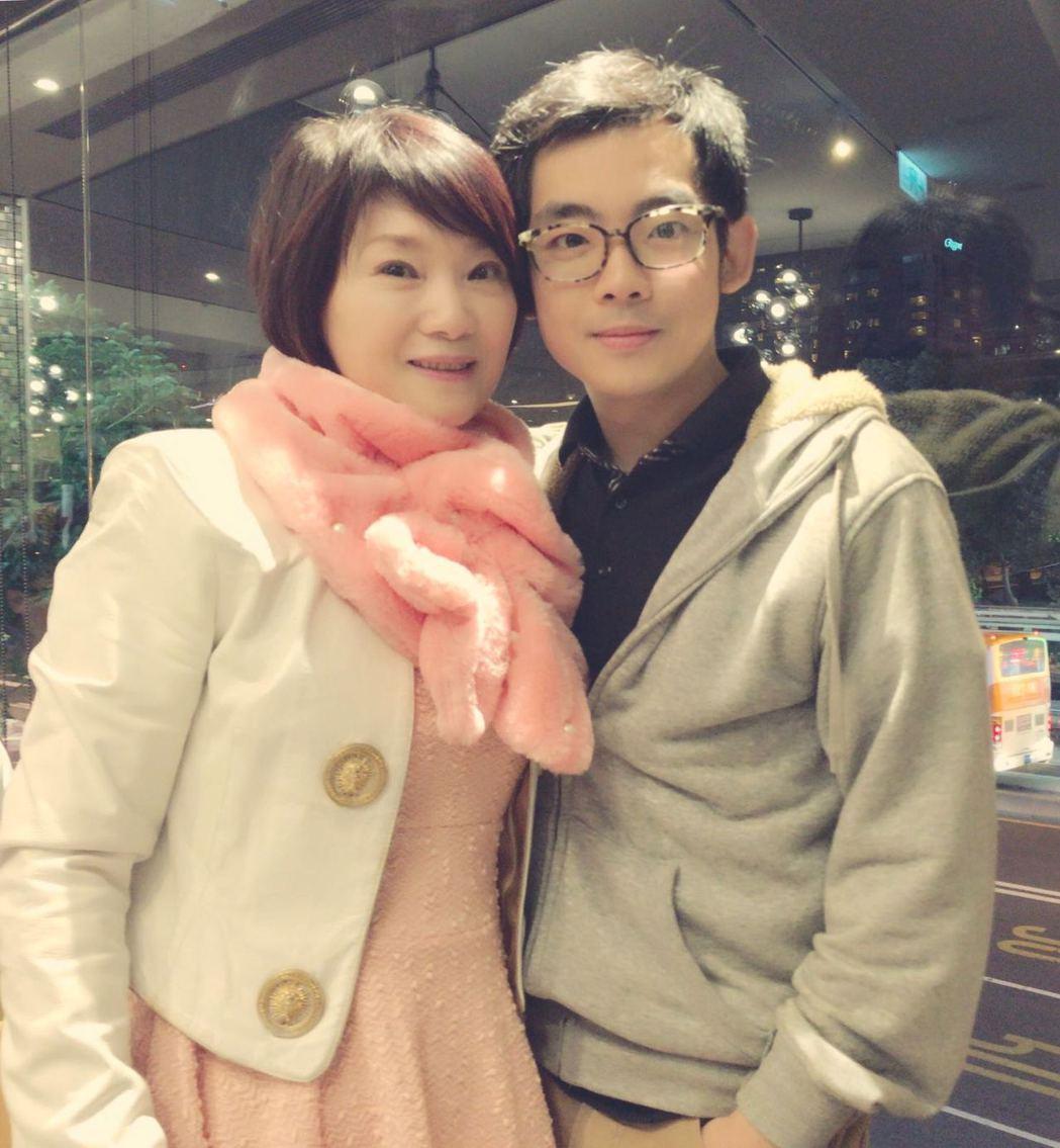 陳瓊美(左)和兒子陳彥儒感情相當親密。圖/陳瓊美提供