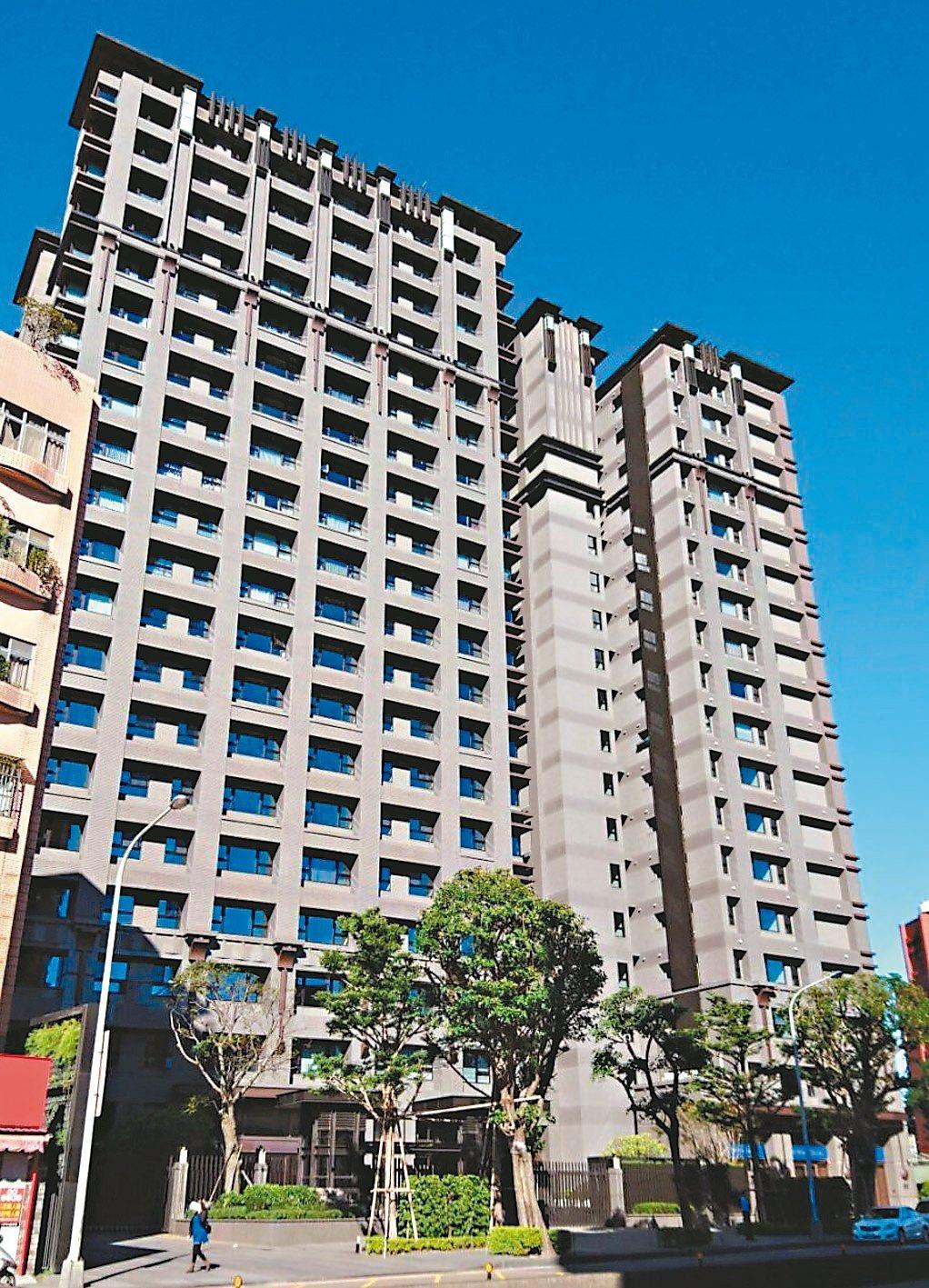 財政部國產署昨天標售位於台北市中正區的高價宅「千荷田」,成功標脫七戶,創下歷來最...