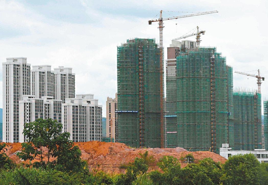 中國大陸國家統計局昨天公布七十個城市的住宅銷售價格統計,一線城市和熱點城市房價漲...