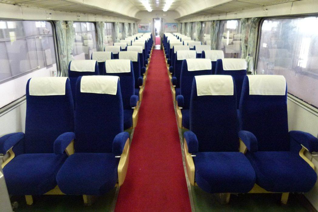 EP101自強號列車只在特別宣傳活動才亮相,內裝完整且保有紅地毯,現今自強號已不...