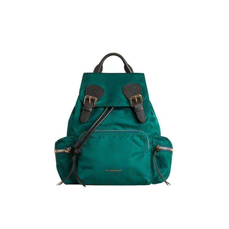 The Rucksack科技尼龍拼皮革綠色中型軍旅背包,售價46,000元。圖/...