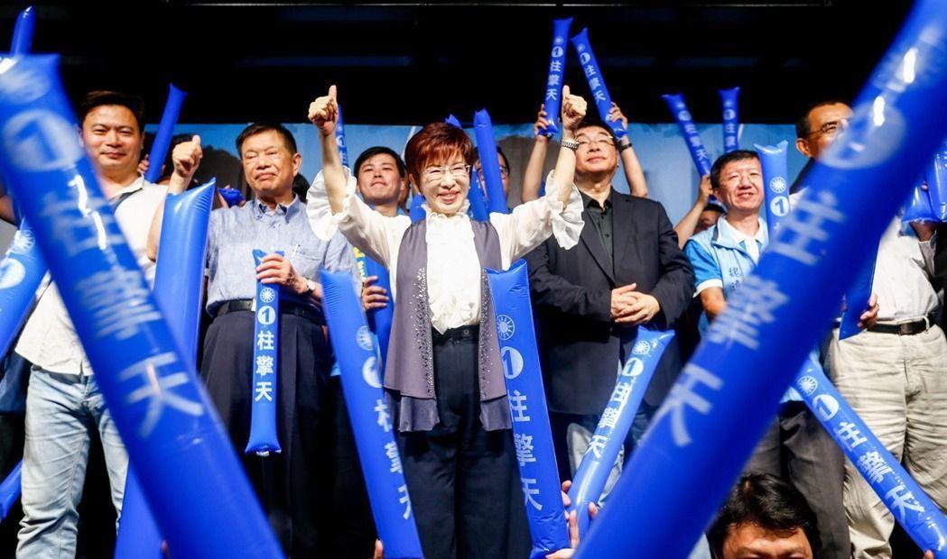 洪秀柱(中)的人馬已逐一淡出國民黨中央。 圖/本報資料照