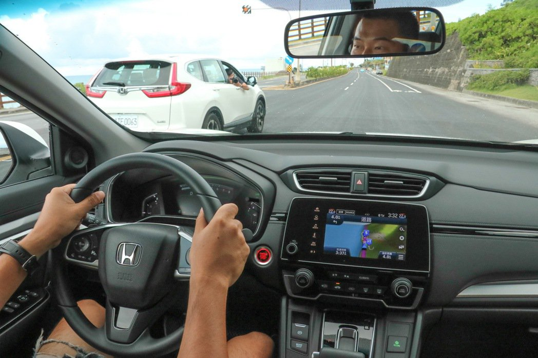 HONDA CR-V給人相當安定的駕駛感受。 記者史榮恩/攝影
