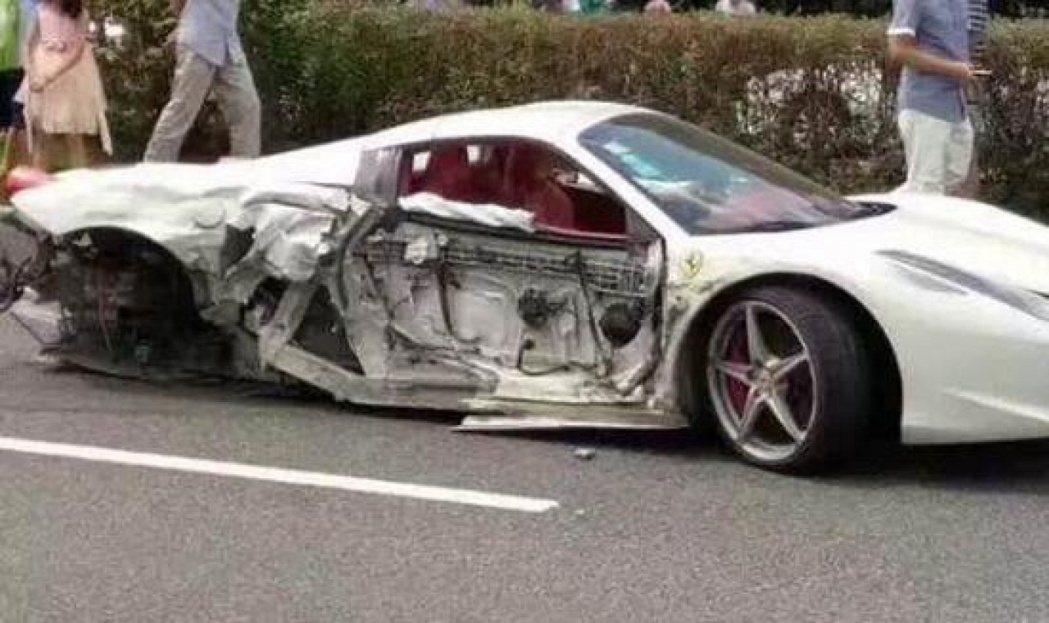 法拉利被豐田撞爛 車主淡定:賣一年燕窩就回來了