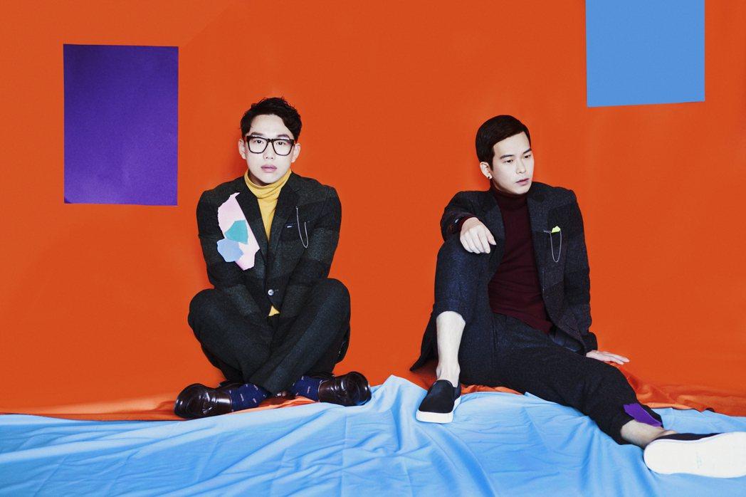 南韓獨立團體「10cm」前成員尹哲種(右)呼麻遭逮。圖/好玩國際文化提供